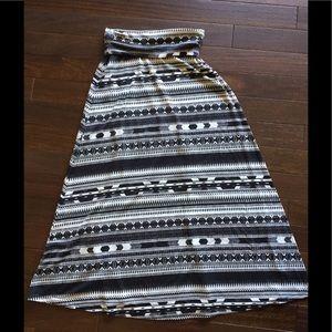 Long maxi black white skirt